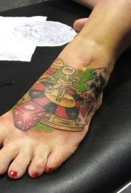 脚部彩色魔鬼的书和轮盘赌场纹身