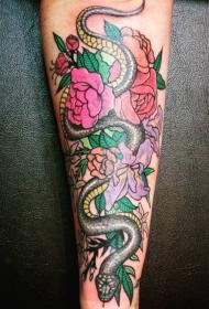 老派风格的手臂花蛇纹身图案
