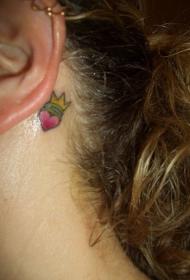 耳后的爱心皇冠纹身图案