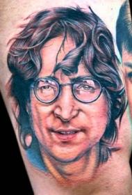 带眼镜的男子彩色肖像纹身图案
