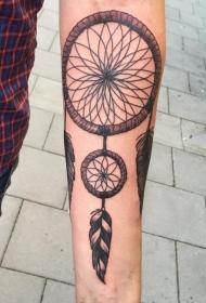 男性手臂彩色梦捕网纹身图案