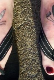 女性脚背上的美国国旗变异蜻蜓纹身