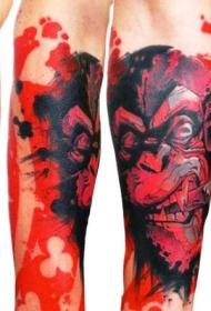 手臂彩色烟熏猴和红色盾牌纹身图案
