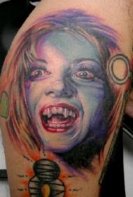 肩部彩色吸血鬼女孩纹身图案