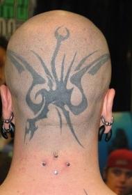 男子头部黑色的飞行怪物龙纹身图案