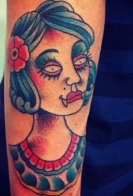 手臂简单的彩色吸血鬼女性肖像纹身图片