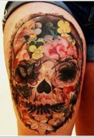 大腿逼真的花朵组合墨西哥骷髅纹身图案