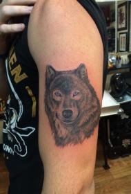 大臂蓝眼睛狼头纹身图案