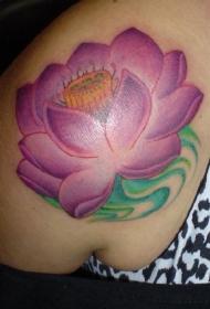 肩部彩色浅水莲花纹身图案