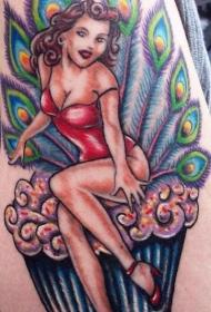 肩部彩色蛋糕上的女孩纹身图案