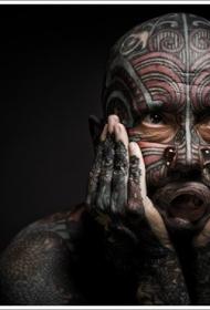 男士脸部彩色纹身图案