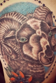 彩色公羊头像纹身图案