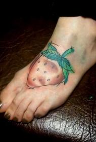 女性脚背简单的自制小草莓纹身图案