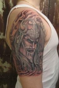 肩部棕色海盗人物纹身图案