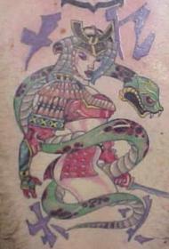 腿部彩色日本武士与绿蛇纹身图案