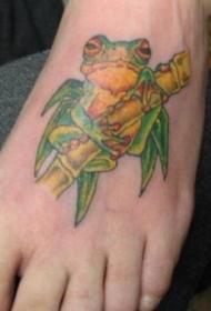 脚部彩色青蛙和竹子纹身图片