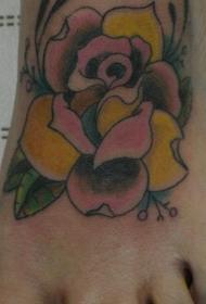 女性脚背彩色玫瑰花纹身图案