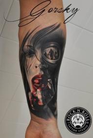 手臂新风格的彩色血腥女人纹身图案