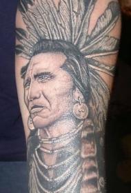手臂老派风格的老印第安人酋长纹身图案
