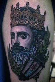彩色戴王冠的男性肖像纹身图案