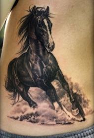 腰侧逼真的大奔腾马纹身图案