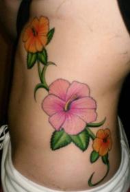 女性腰侧彩色木槿花纹身图片