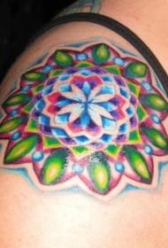 肩部彩色迷人的花朵纹身图案