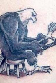 鹰磨爪纹身图案