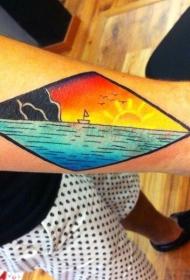 简单设计的彩色海洋与小船纹身图案