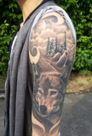 手臂灰色狼与森林纹身图案