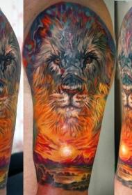 肩部彩色狮子头与夕阳纹身图案