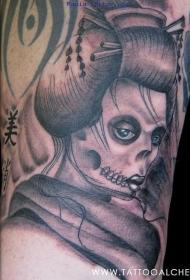 肩部灰色恶魔艺妓纹身图案