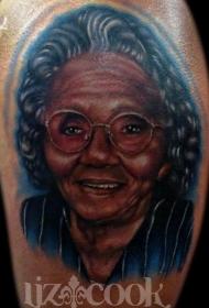 老奶奶彩色肖像纹身图案