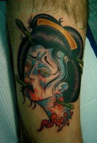 腿部彩色可怕的艺伎头部纹身图案