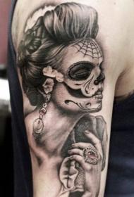 肩部灰墨水死亡女孩纹身图案