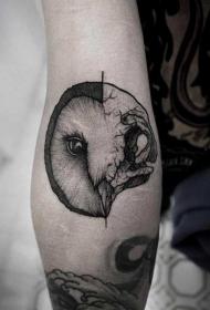 手臂灰色半猫头鹰半头骨纹身图案