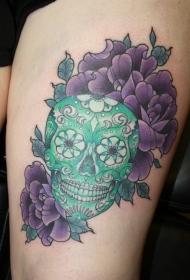 大腿可爱的翡翠骷髅和花蕊纹身图案