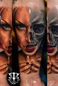 恐怖的半阴半面女肖像纹身图案