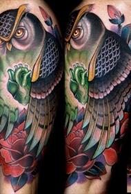 肩部彩色现代风格猫头鹰与鲜花纹身