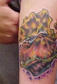 手臂彩色揉皱的神圣心纹身图片