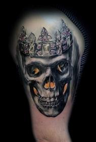 逼真的彩色骷髅和皇冠纹身图案