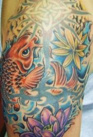 肩部彩色锦鲤与荷花纹身图案