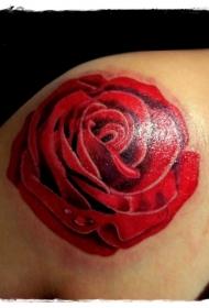 肩部典型的彩绘红玫瑰纹身图案