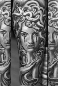 手臂黑灰华丽神秘欧美女士纹身图案