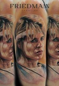 肩部漂亮的彩色女人纹身图案