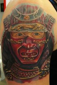 男性肩部彩色武士肖像纹身图案