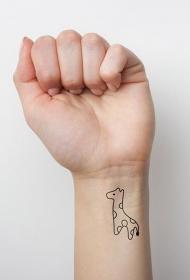 手腕简约漂亮的小墨水长颈鹿纹身图片