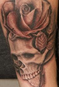 腿部棕色现实骷髅和玫瑰纹身图案