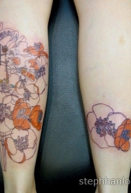 女性腿部彩色各种花卉纹身图案