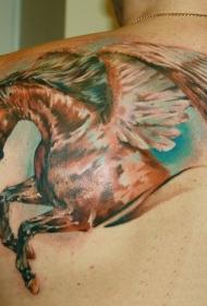 男性肩部漂亮的彩色飞马纹身图案